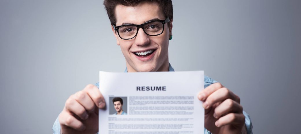As a freelancer, it's still valuable to have a traditional resume. Include these elements on your freelance writer resume to help get the gig of your dreams.