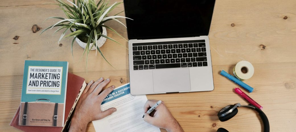 Wondering how to market your freelance writing services? Check out these 6 simple marketing tips for freelance writers to help grow your business.
